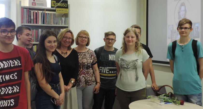 książki publikacje, Pisarka Katarzyna Droga gościła Miejskiej Bibliotece Publicznej - zdjęcie, fotografia