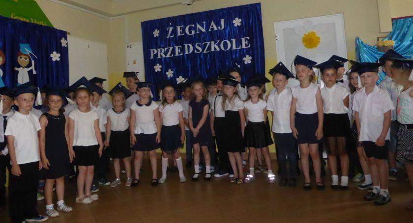 """edukacja, Najstarsze """"Biedronki"""" pożegnały przedszkole - zdjęcie, fotografia"""