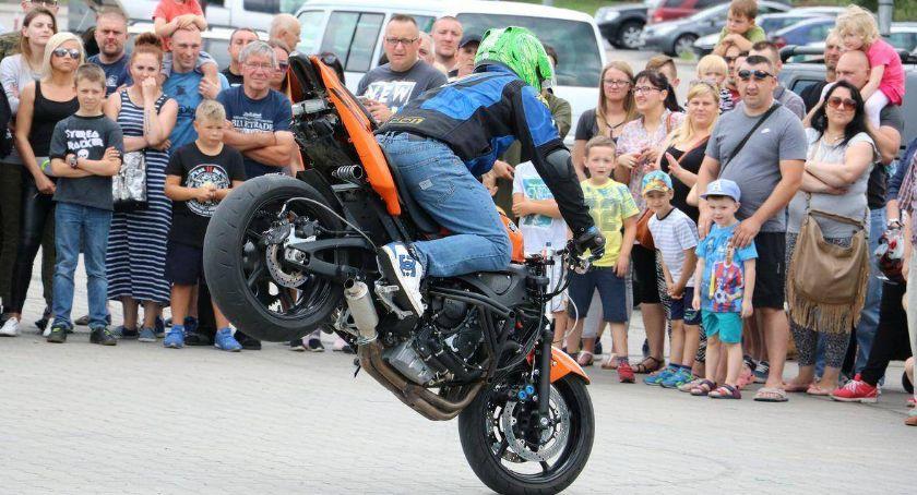 rekreacja wypoczynek, sobotę motocykliści przejadą ulicami Zambrowa - zdjęcie, fotografia