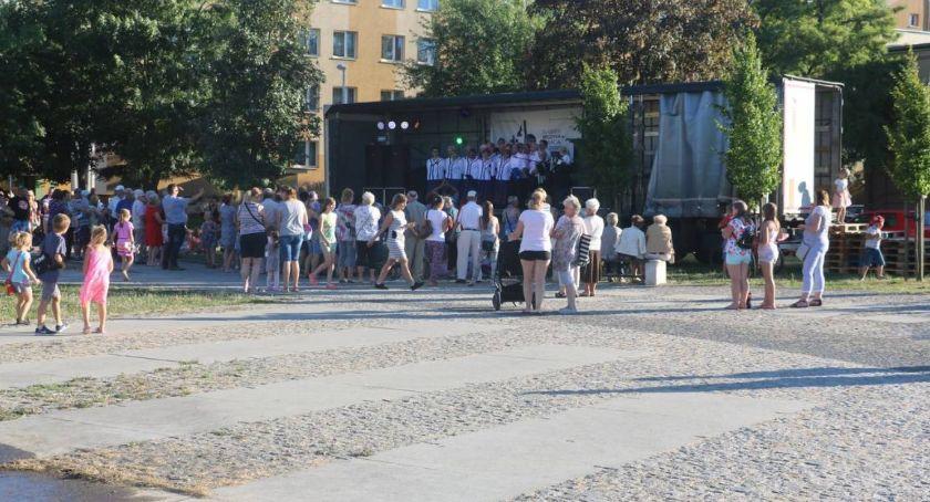 muzyka koncerty, Letnie muzykowanie Szansą niedzielę! - zdjęcie, fotografia