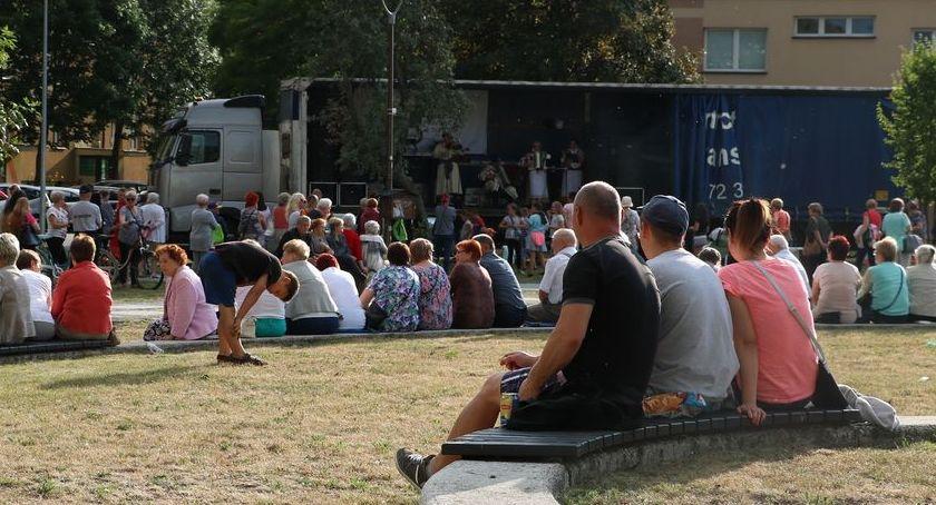 muzyka koncerty, Letnie muzykowanie koszarach [foto] - zdjęcie, fotografia