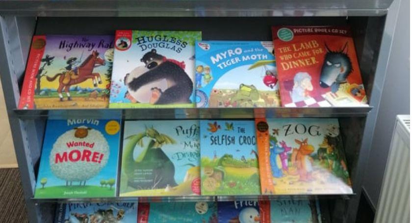 książki publikacje, Czytaj dzieckiem angielsku nauka języka poprzez zabawę oferta Oddziale Dzieci - zdjęcie, fotografia