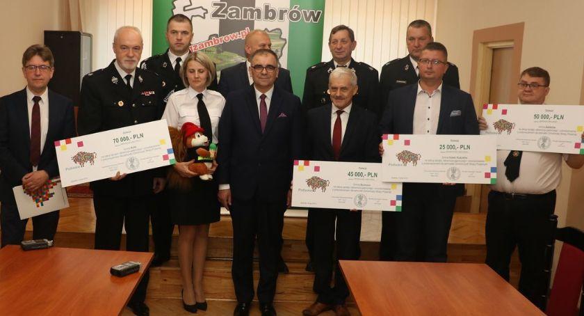 samorząd, Podpisano umowy dofinansowanie jednostek powiatu zambrowskiego [foto] - zdjęcie, fotografia