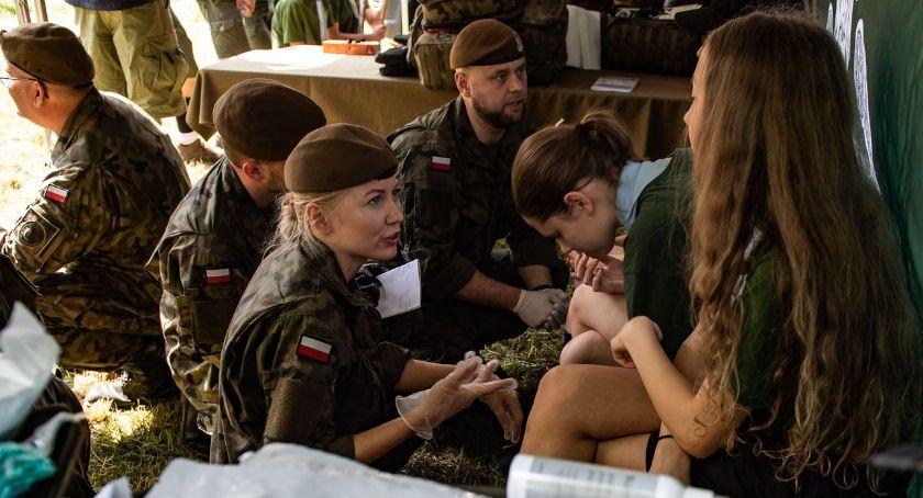 wydarzenia, Ratownicy medyczni Podlaskiej Brygady Obrony Terytorialnej lecą - zdjęcie, fotografia