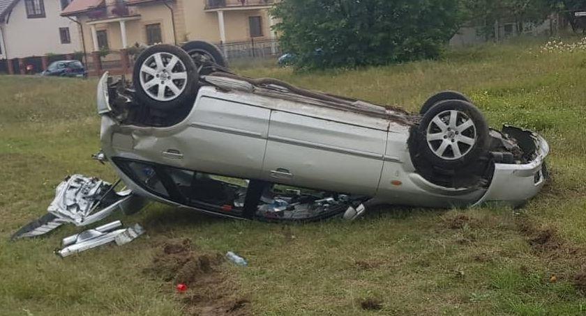 wypadki drogowe , Mazda dachowała Zbrzeźnicy [foto] - zdjęcie, fotografia