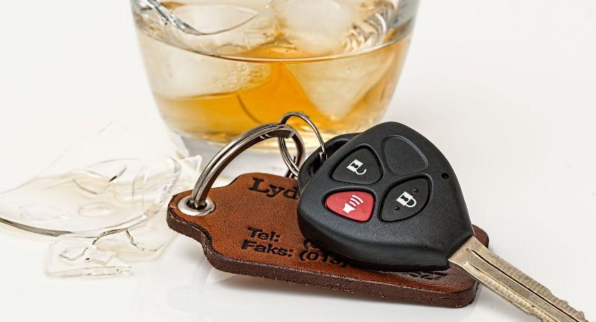 policja, Policjanci zatrzymali kierowców wpływem alkoholu - zdjęcie, fotografia