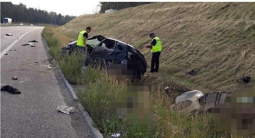 wypadki drogowe , śmiertelne wypadki przez całe wakacje - zdjęcie, fotografia