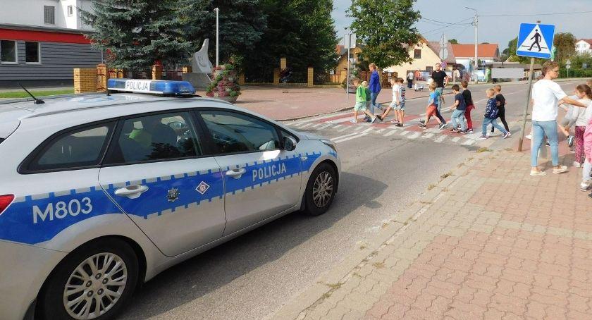 policja, Bezpieczna droga szkoły - zdjęcie, fotografia