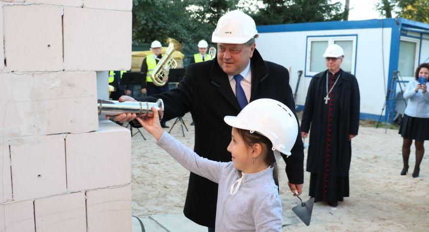 inwestycje, Kamień węgielny budowę koncertowej wmurowany! [foto] - zdjęcie, fotografia