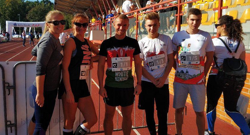 """bieganie lekkoatletyka unihokej, Trzecie miejsce """"eLO Konarski Zambrów"""" biegu charytatywnym - zdjęcie, fotografia"""
