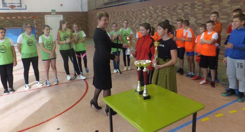 bieganie lekkoatletyka unihokej, Wyniki Powiatowych Igrzysk Dzieci Unihokeju - zdjęcie, fotografia