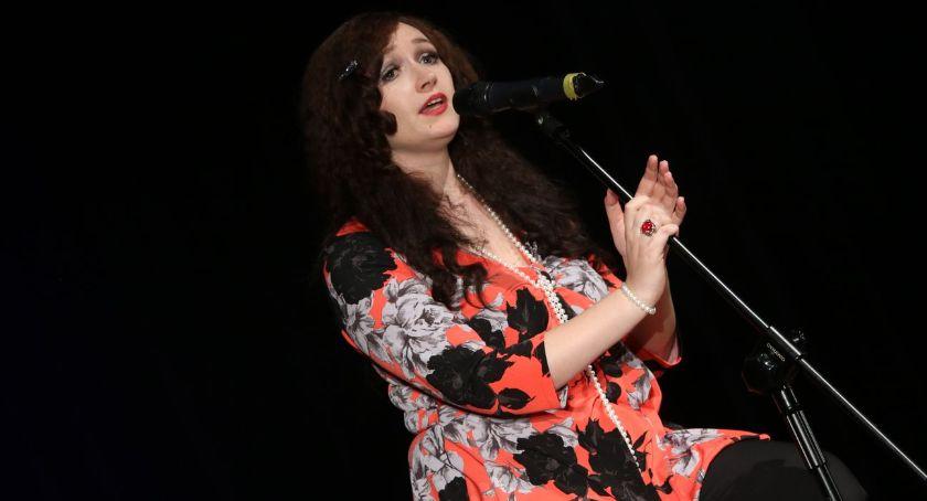 muzyka koncerty, Żebrowska zaśpiewała przeboje Jantar okazji Miejskiego Seniora [foto] - zdjęcie, fotografia