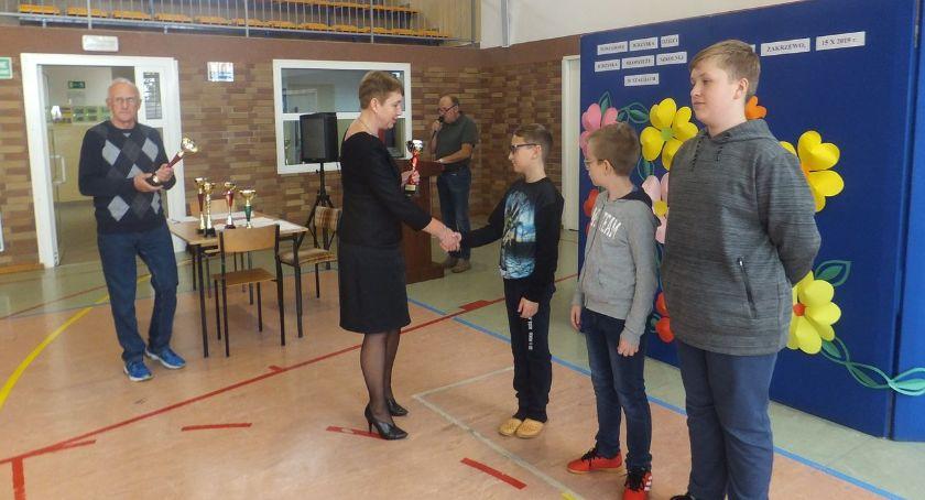 szachy brydż, Powiatowe rozgrywki szachowe dzieci młodzieży - zdjęcie, fotografia