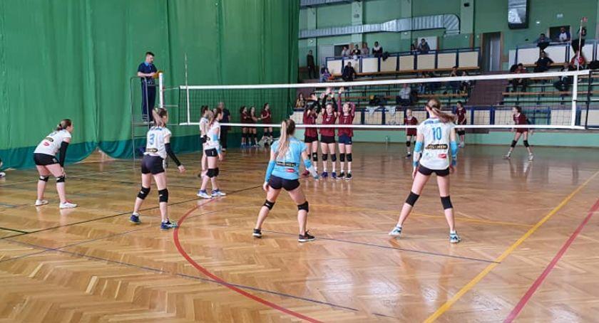 siatkówka piłka ręczna, Młode siatkarki rywalizowały Zambrowie - zdjęcie, fotografia
