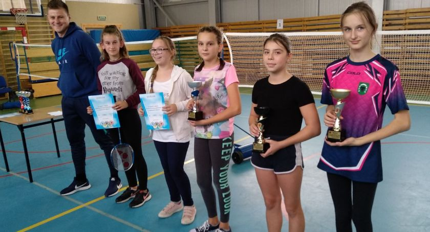tenis ziemny tenis stołowy badminton, Powiatowe Igrzyska Dzieci badmintonie [wyniki] - zdjęcie, fotografia