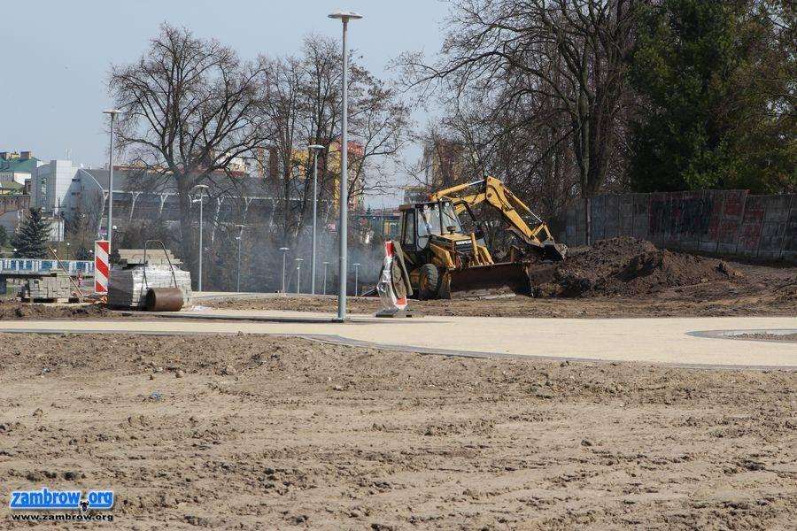 inwestycje, Zagospodarowują teren nowego parku [foto] - zdjęcie, fotografia