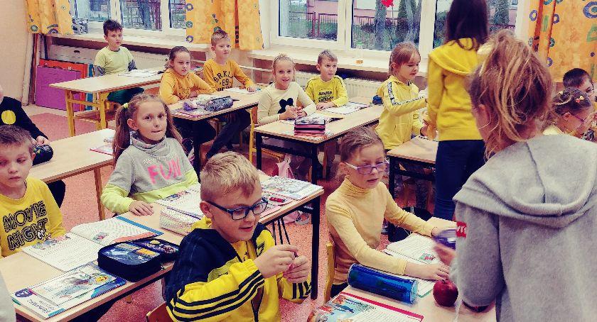 """edukacja, Światowy Dzień Życzliwości Pozdrowień """"Trójce"""" - zdjęcie, fotografia"""