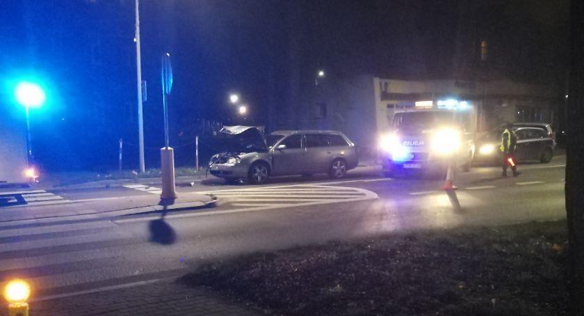 wypadki drogowe , Dziecko przewiezione szpitala zderzeniu dwóch osobówek [foto] - zdjęcie, fotografia