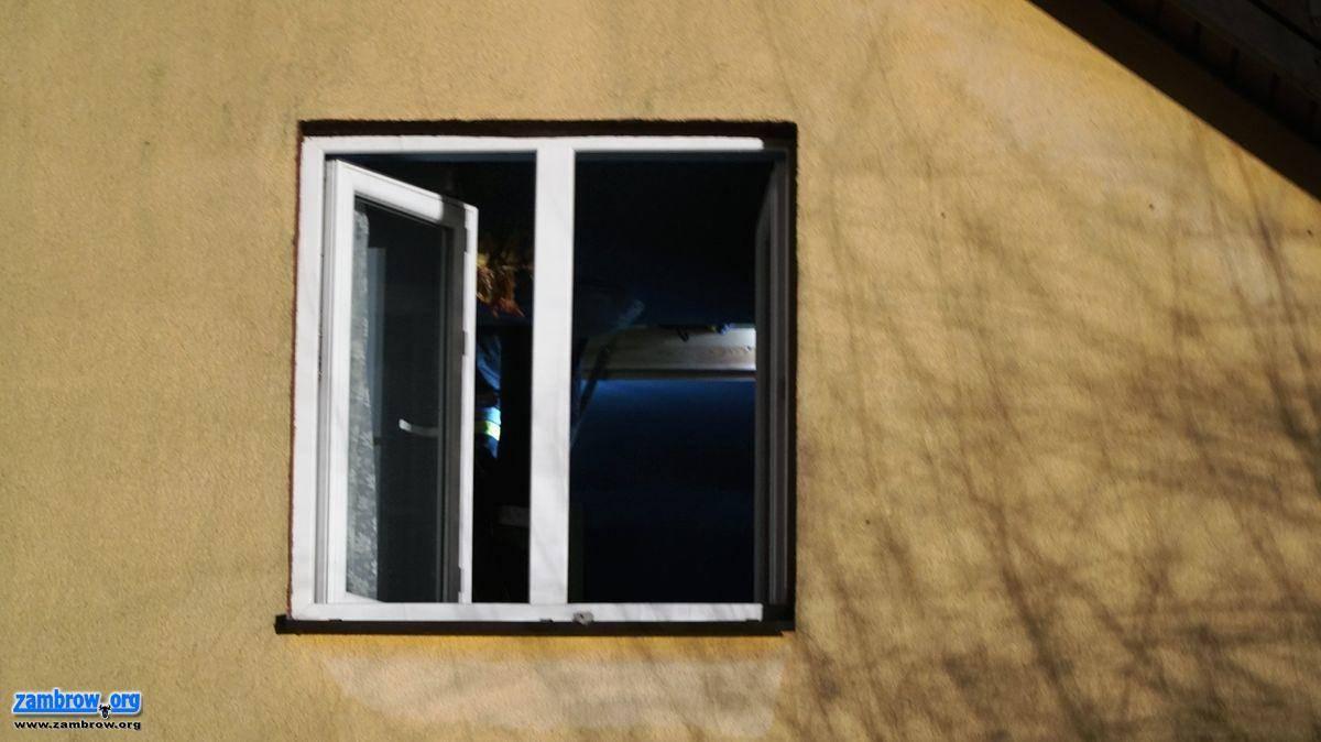 pożary i straż, Pożar dachu budynku Porytem Jabłoni [foto] - zdjęcie, fotografia