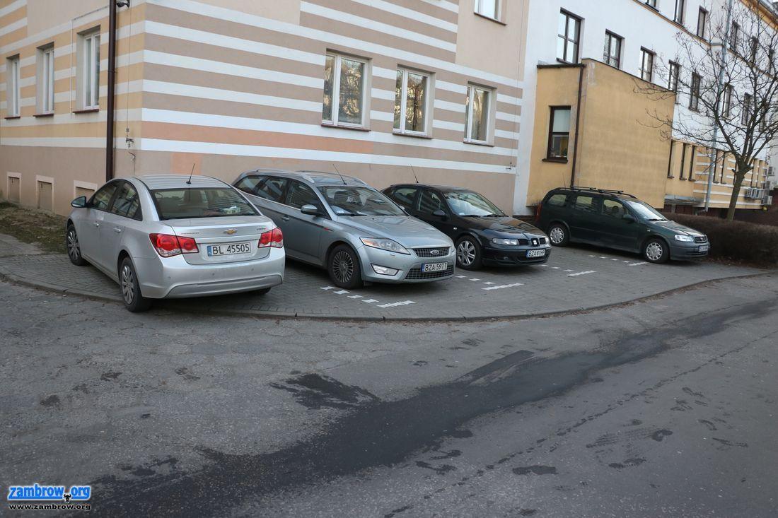 inwestycje, parking urzędzie [foto] - zdjęcie, fotografia