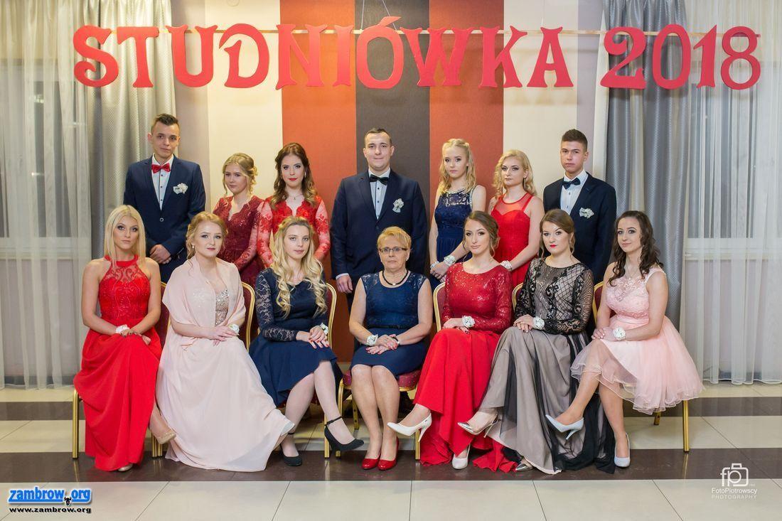 edukacja, Studniówka Zdjęcia grupowe - zdjęcie, fotografia