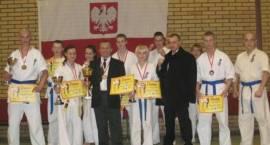 Karatecy Artura Więzowskiego wywalczyli złoto na mistrzostwach polski juniorów w Choszcznie