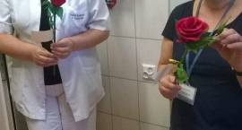Wolontariusze ZSA i OWR z życzeniami dla służby zdrowia