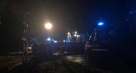 Śmiertelny wypadek na przejeździe kolejowym w Czerwonym Borze. Droga zablokowana [foto+aktualizacja]