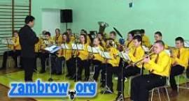 Młodzieżowa Orkiestra Dęta koncertuje