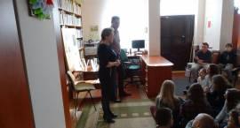 Biblioteka Gminna w Szumowie gościła Pawła Beręsewicza [foto]