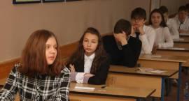 Gimnazjaliści po I części egzaminu [foto+arkusze]