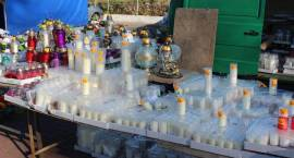 Przedświąteczne zakupy przy cmentarzach [foto]