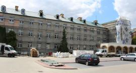 Trwa termomodernizacja największego budynku szkolnego w Zambrowie [foto]