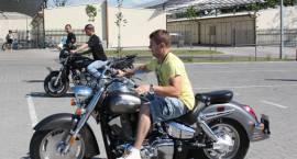 """Pokazy motocyklowe przed """"Chruśniakiem"""""""