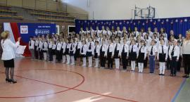 Cała szkoła zaśpiewała Mazurka Dąbrowskiego i dwie pieśni hymniczne [foto+video]
