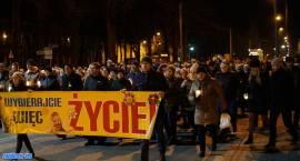 """""""Wybierajcie więc życie!"""" Marsz Światła przeszedł ulicami Zambrowa [foto]"""