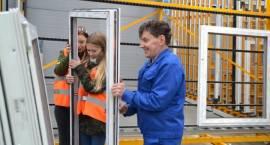 Uczniowie ZSA poznawali tajniki produkcji okien