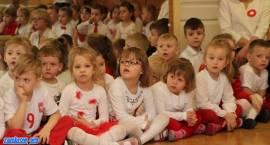 Święto Flagi z zambrowskimi przedszkolakami [video]