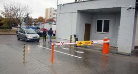 Szpitalny parking za szlabanem [foto]