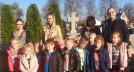 Przedszkolaki uczciły pamięć zmarłych