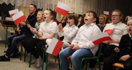 """Patriotyczne śpiewanie w """"Czwórce"""" [foto]"""