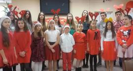 Życzenia świąteczne od grup teatralnych Smerfy i Awangarda [video]