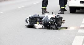 Motocyklista wylądował na słupie energetycznym [foto]