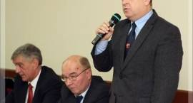 Interpelacje radnych: starosta ws. kwot inwestowanych w gminie Szumowo