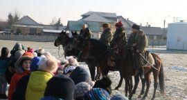 Zimowy rajd konny Szlakiem Powstań Narodowych zawitał do Szumowa [foto+video]