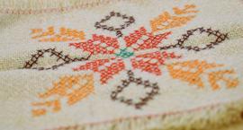 Ręcznie haftowane obrusy można zobaczyć w zambrowskiej Galerii Sztuki Labirynt [foto]
