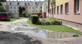 Budują drogę, parking i plac zabaw w centrum Zambrowa