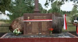 W Czarnowie Undach odsłonięto pomnik pomordowanych