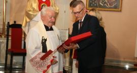 Pożegnanie proboszcza Mariana Olszewskiego. Dołączył do grona honorowych obywateli miasta [foto]