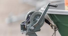 Wciągarka ręczna - dlaczego warto mieć ją w garażu?